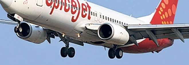 Il bagno è intasato, a bordo c\'è troppa puzza: l\'aereo fa un ...