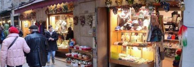 Pelletterie e souvenir low cost i negozi cinesi invadono for Negozi arredamento venezia