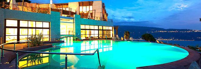 E 39 sul lago di garda l 39 hotel pi green d 39 europa bene il trentino alto adige - Hotel in montagna con piscina ...