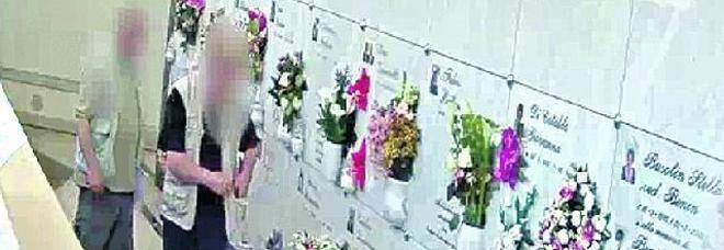 I due marmisti che danneggiavano le tombe per avere i lavori