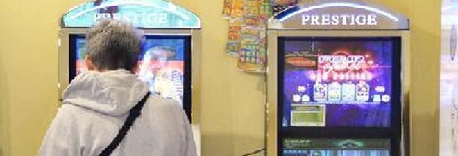 Malato di gioco, commesso brucia 75mila euro giocando alle slot