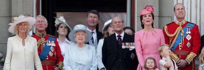 """Compleanno"""" della regina Elisabetta: la festa sottotono dopo la"""