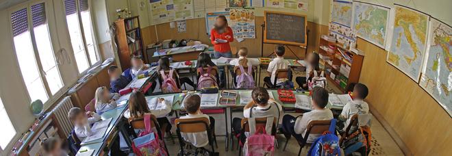 Emergenza insegnanti di sostegno. Porta il figlio disabile a scuola: «Tenuto solo un'ora, presa in giro»