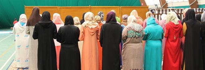 Islamici non stringono la mano al sesso opposto: negata la cittadinanza
