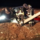 Incidente all'alba: auto rovesciata  Morto un 19enne, feriti due amici /Ft