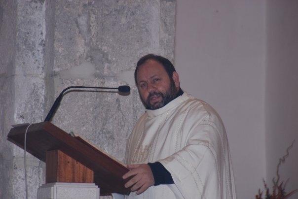 Latina, don Natalino battezza Tobia, il figlio di Nichi Vendola ed Eddy Testa
