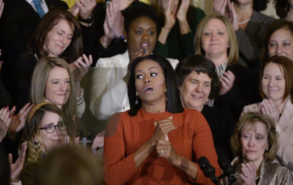 Michelle Obama piange durante l'ultimo discorso da first lady