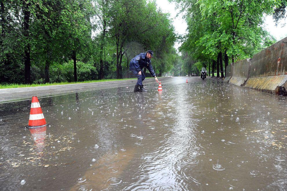Piogge e forti raffiche di vento Allerta a Milano e Lombardia