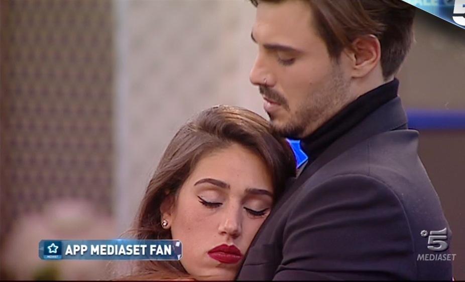 Cecilia Rodriguez lascia Francesco e poi ha una crisi ...