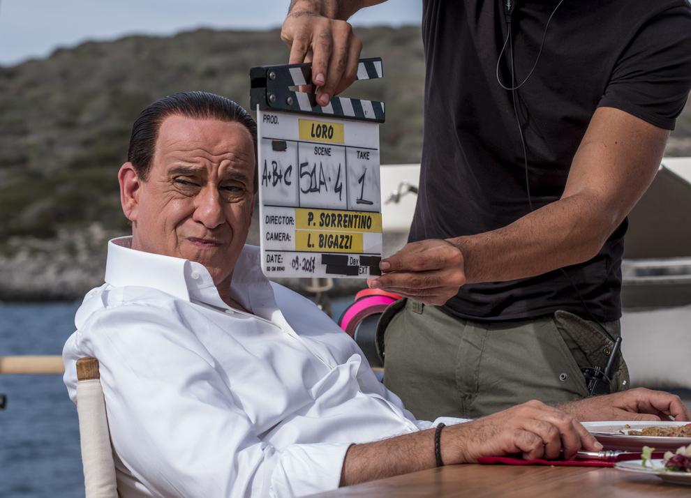 Toni Servillo è Silvio Berlusconi nel primo scatto ufficiale del biopic Loro