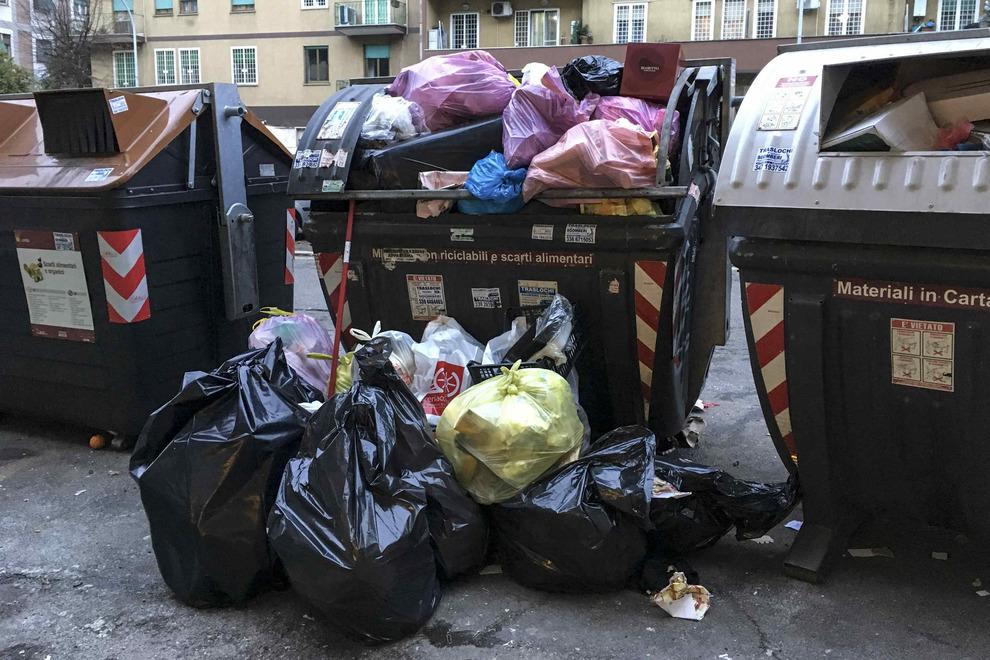 I rifiuti di Roma 'entrano' in campagna elettorale