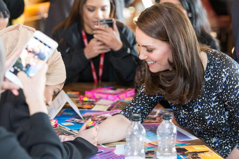 Kate Middleton, incinta di 7 mesi, spiazza tutti con un tatuaggio