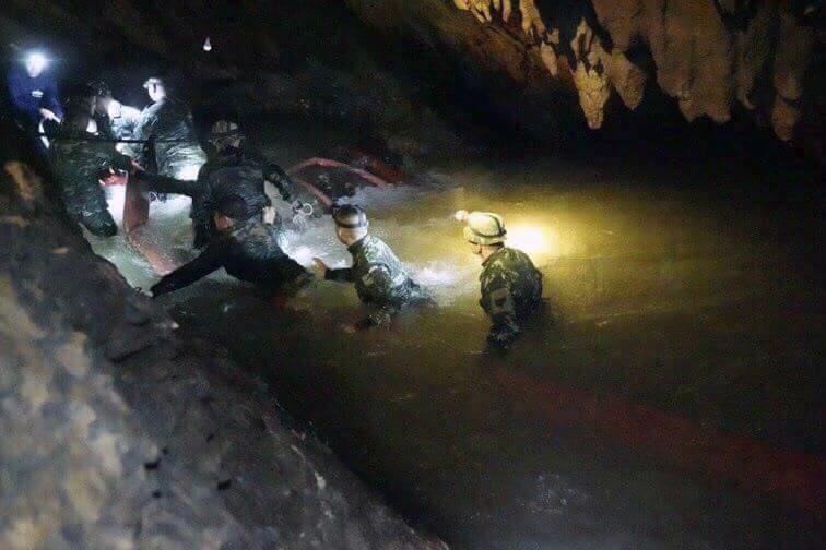 Thailandia, uno dei soccorritori muore nella grotta per poco ossigeno