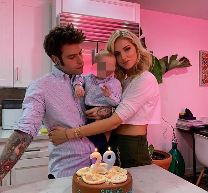 Fedez, la torta di compleanno è sbagliata: gaffe del pasticcere